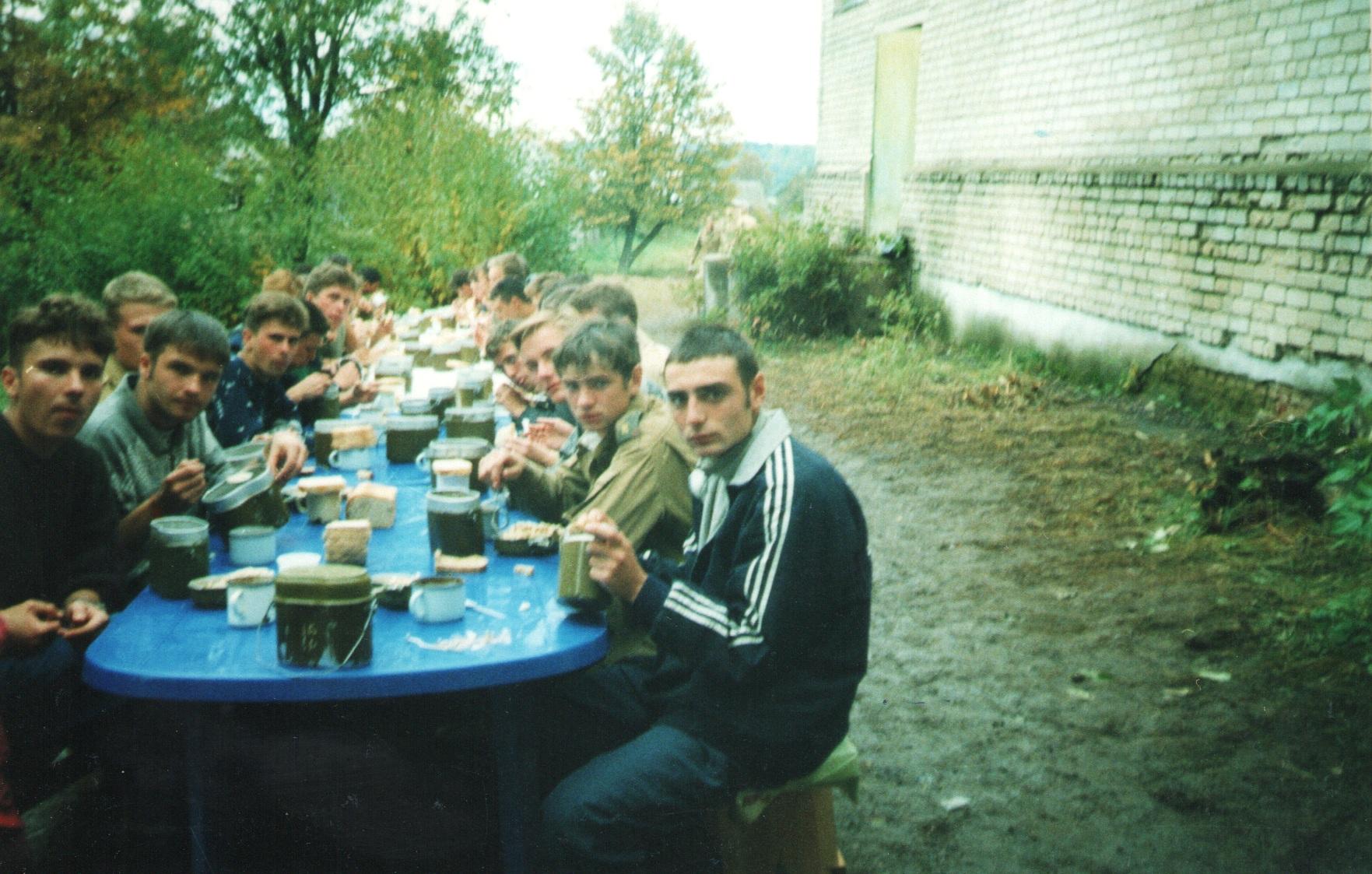 Сентябрь 1999 Панское. Обед